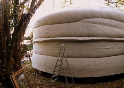 Installation de l'isolant en laine de mouton
